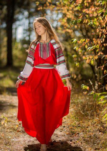 Как и с чем носить красное платье?