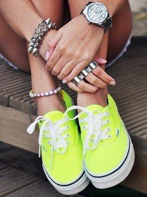 Рекомендации как носить браслеты на ноге. Мнение стилистов.