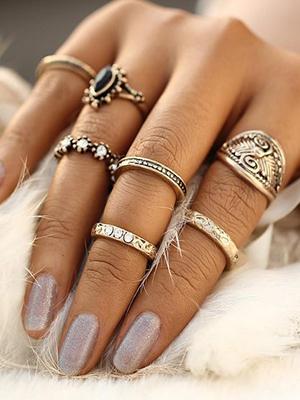 С чем носить кольца на фалангу. Интересные образы и модели.